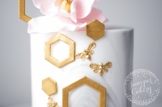 Golden bee cake tutorial by Juniper Cakery