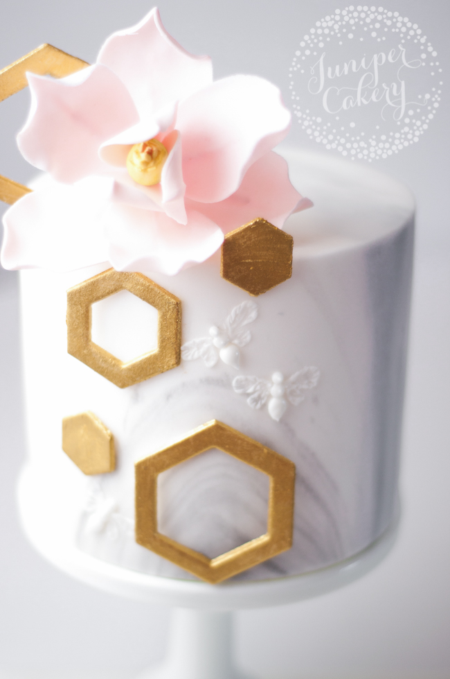 Royal icing bee tutorial by Juniper Cakery