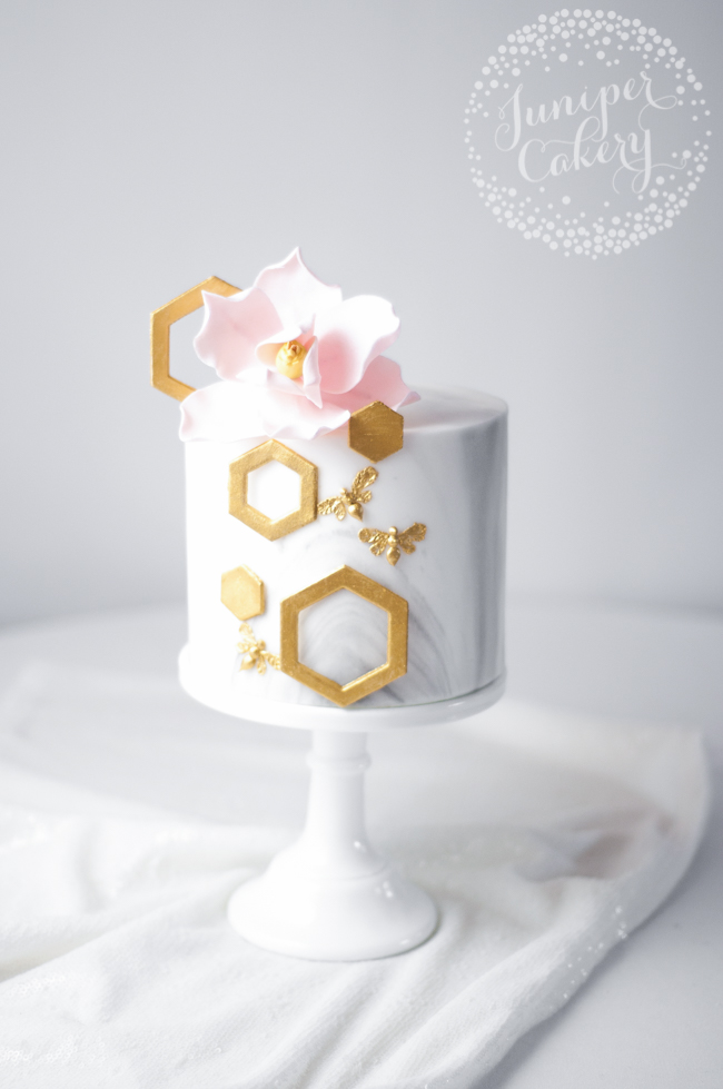 Elegant golden bee cake tutorial by Juniper Cakery