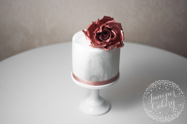 How to add a ribbon to cake