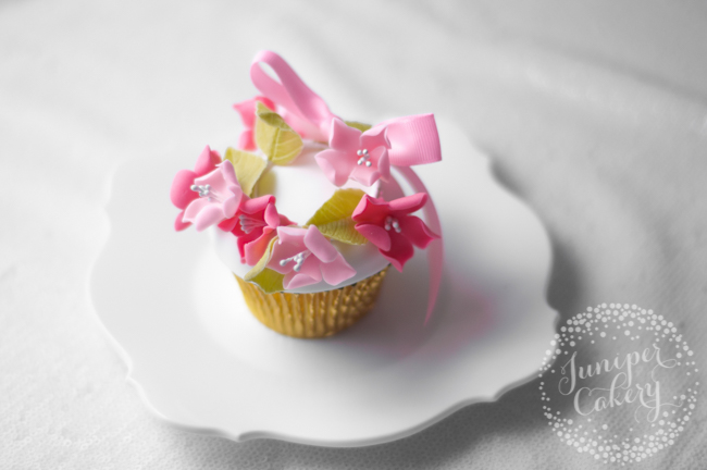 How to make a floral crown cupcake by Juniper Cakery