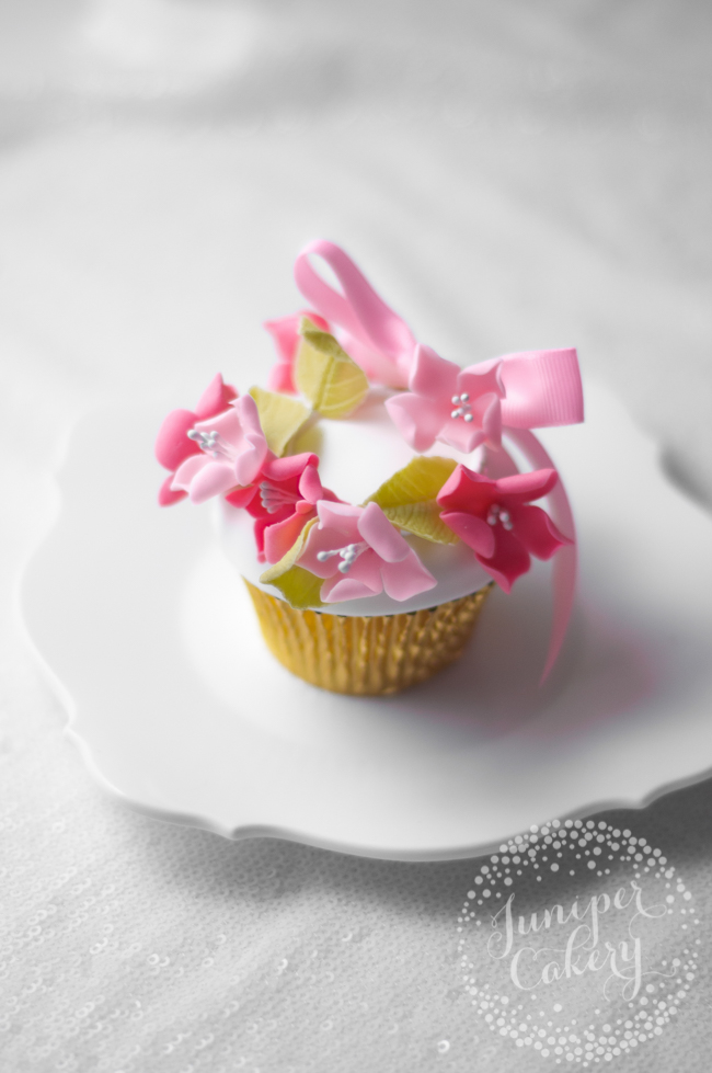 Tutorial for a floral crown cupcake
