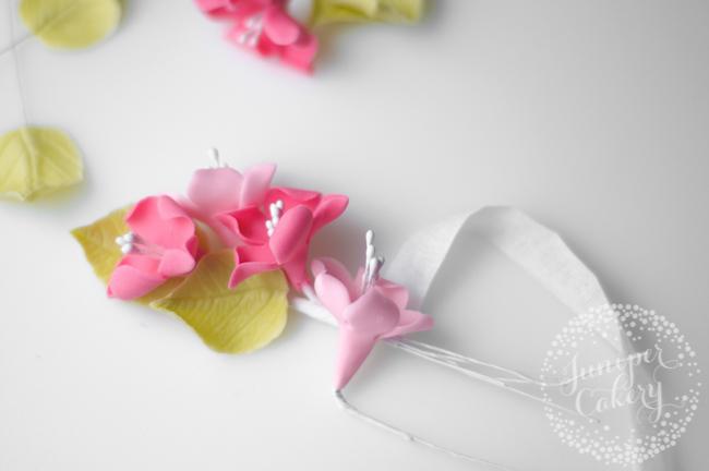Make a sugar flower crown for cupcakes