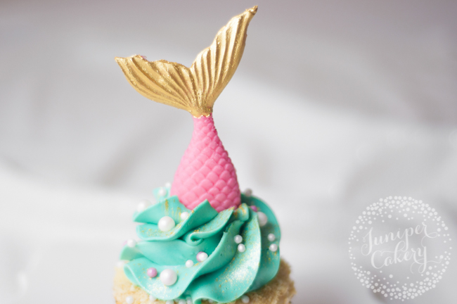 Step-by-step tutorial for mermaid cupcakes