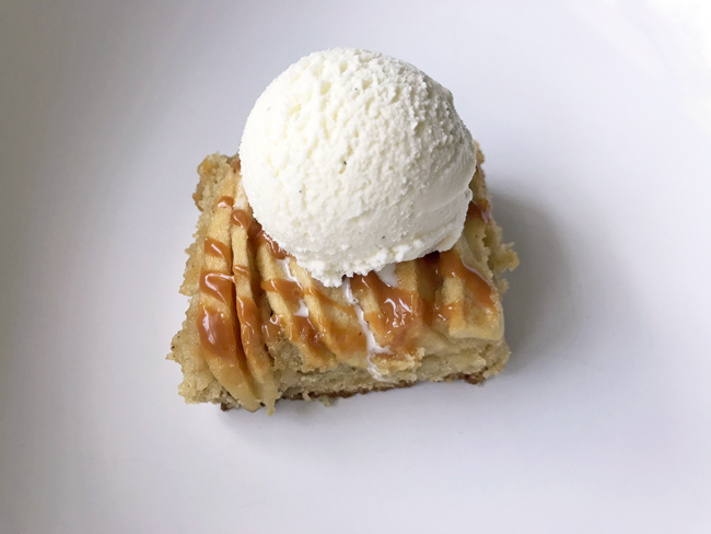 apple spice cake ala mode