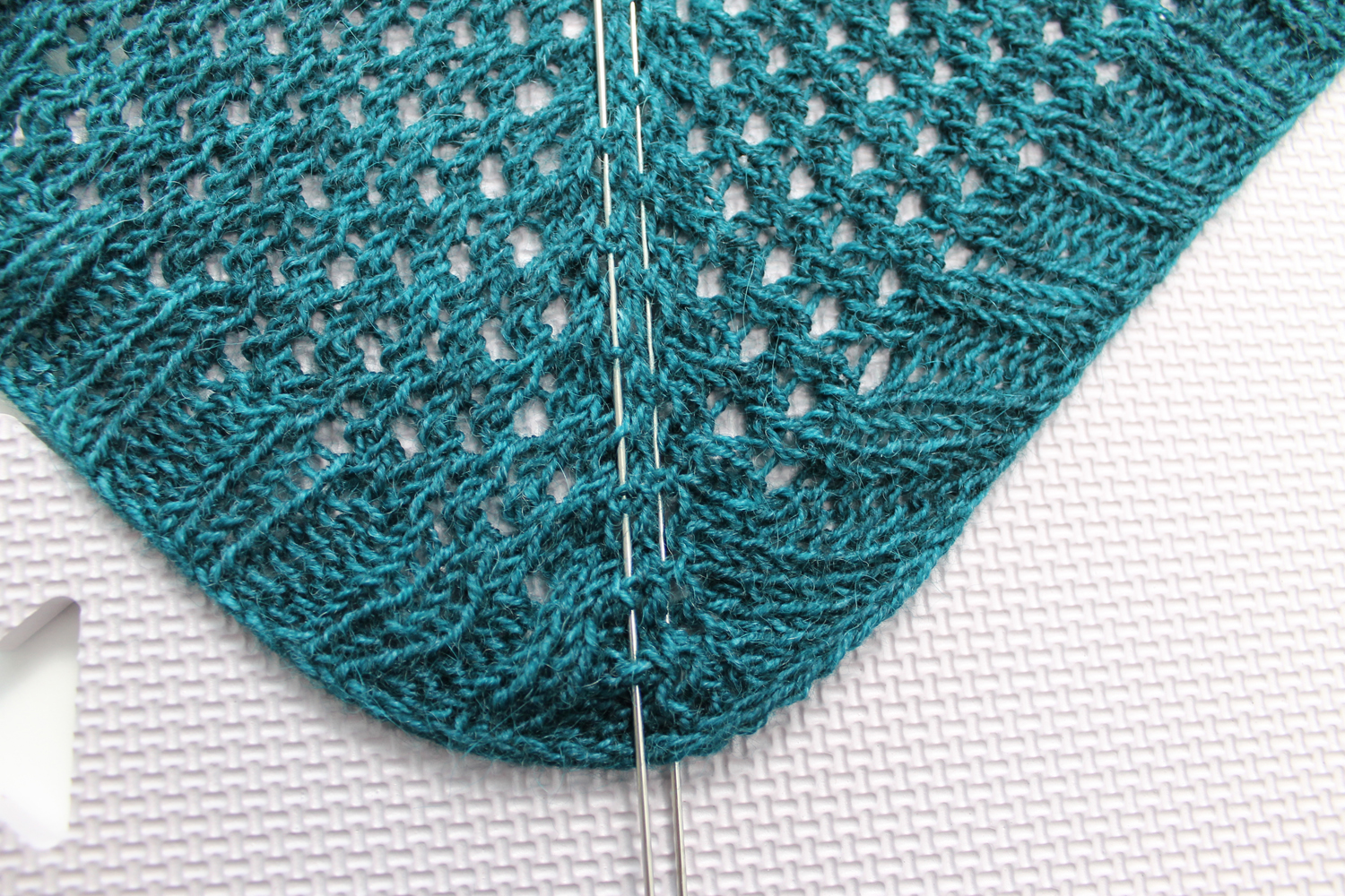 Blocking knit shawl with wires