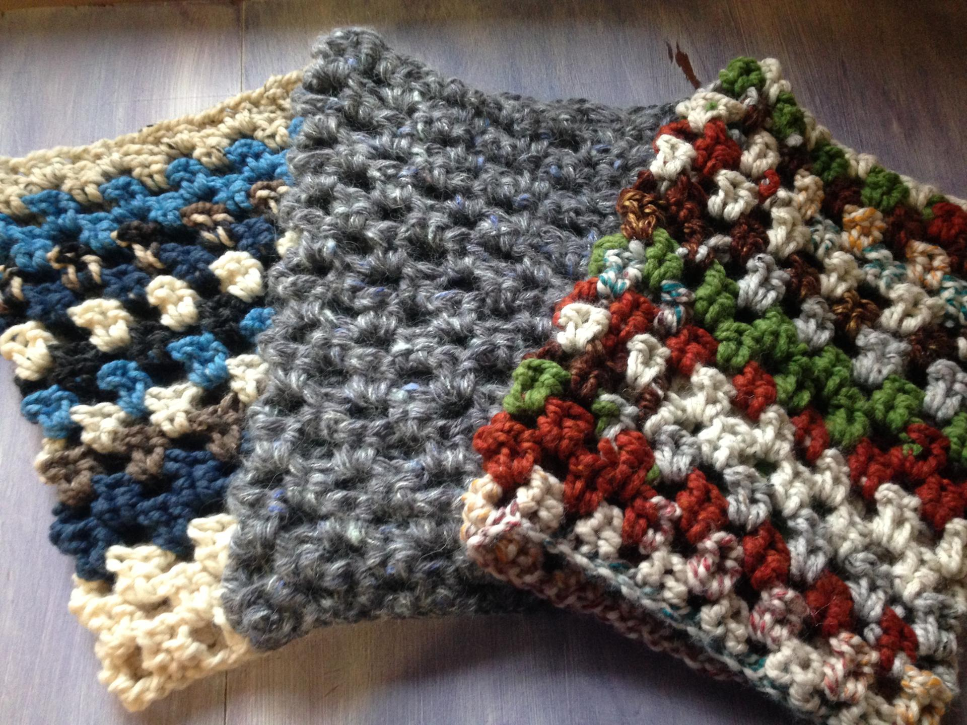 chunky granny cowl free crochet pattern