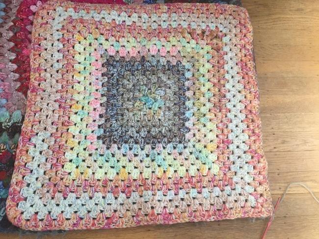 crochet granny square pouf 3