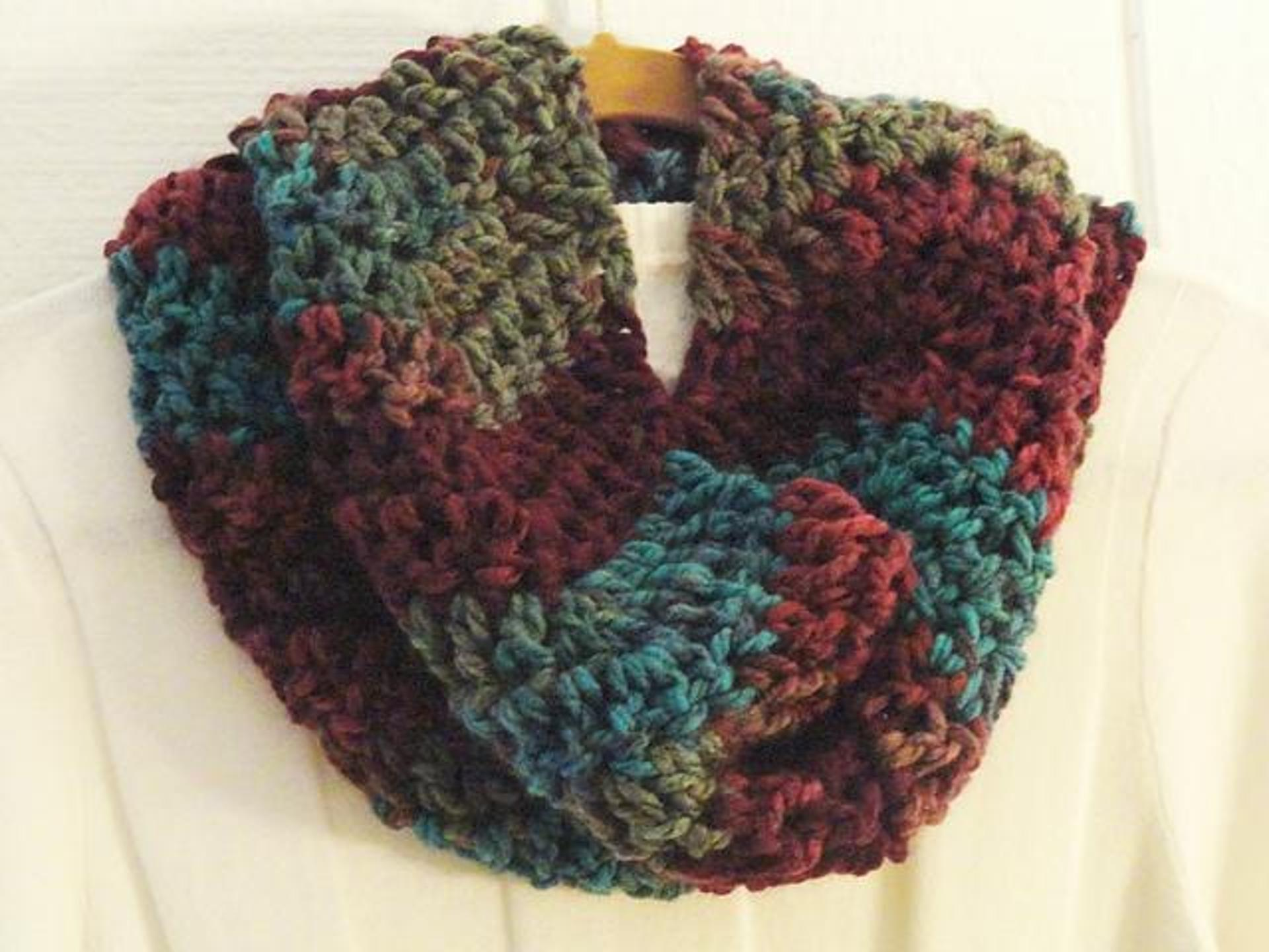 quick chevron cowl free crochet pattern