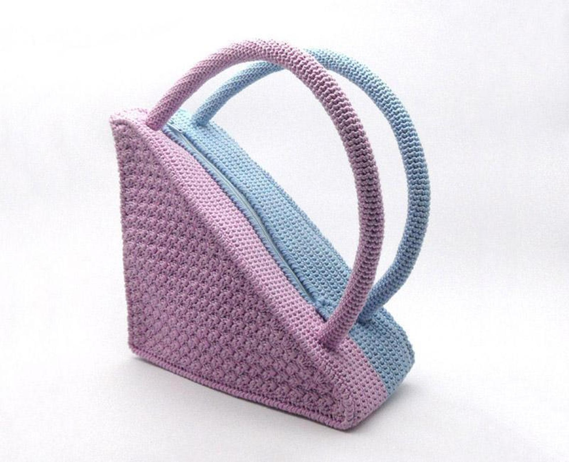two color crochet triangle bag pattern