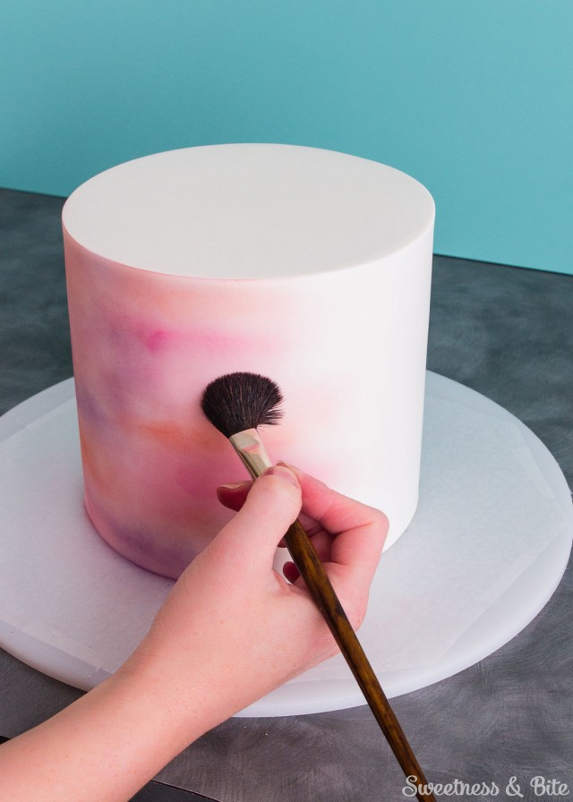 How to use edible dusts to make a watercolor cake