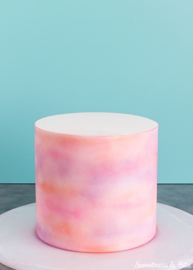 Watercolour cake tutorial with edible color dusts