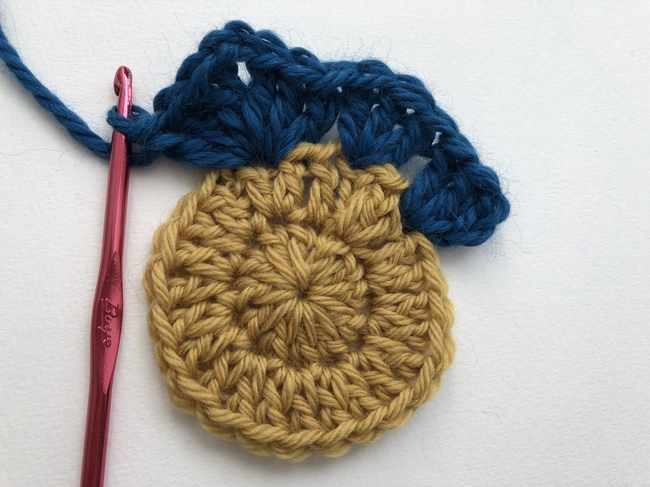 circle in crochet granny square