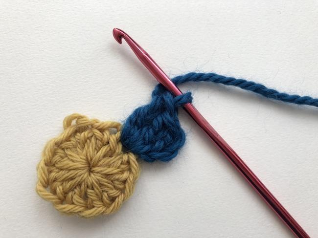 build square around crochet circle