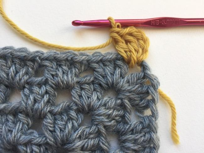 Granny Stitches in Contrast Color
