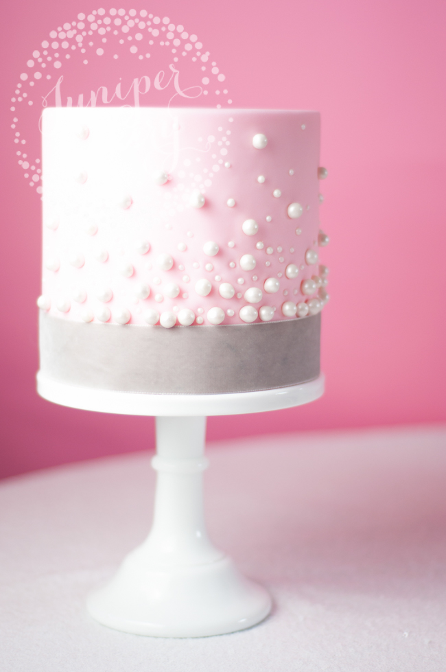 How to decorate a vintage modern cake by Juniper Cakery
