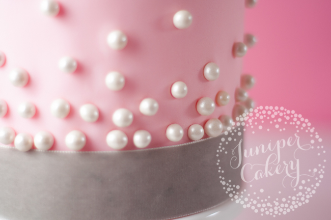 vintage cake tutorial with a stylish modern twist pearls