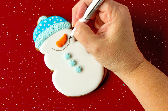 Easy Snowmen Cookie Decorating