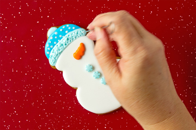 Snowmen Cookie Decorating - Gingerbread Cookies with Royal Icing
