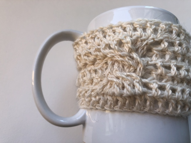 cabled crochet cozy for mug