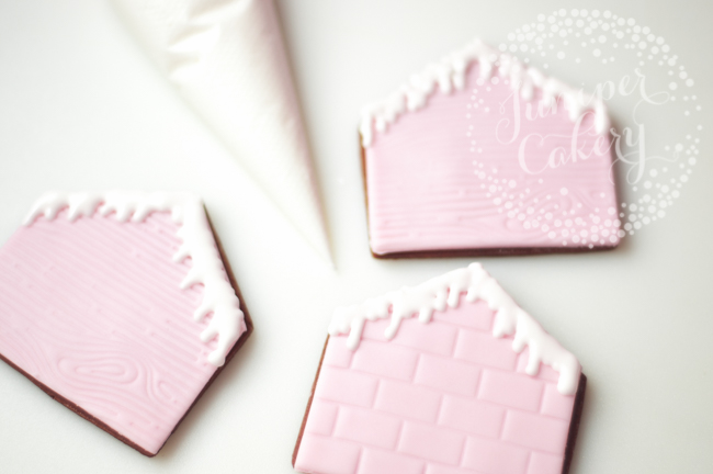 How to create cute gingerbread house cookies by Juniper Cakery