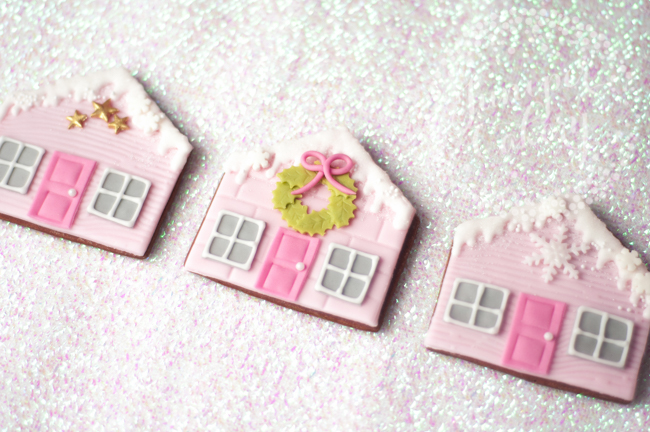 How to decorate flat gingerbread house cookies