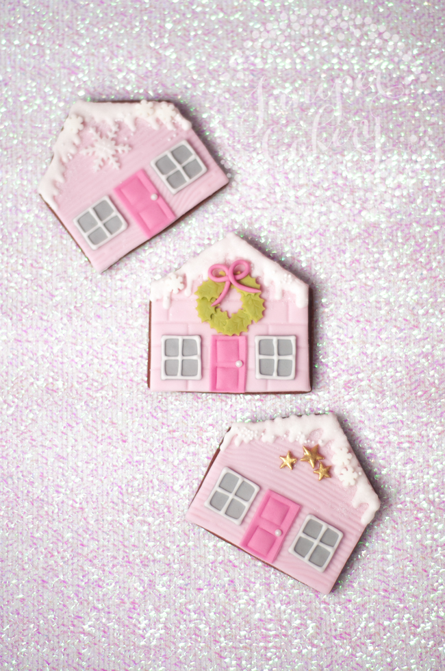 Find out to decorate flat gingerbread house cookies