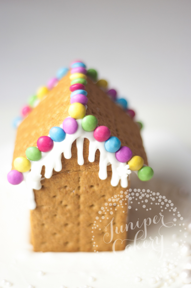 Learn how to make a graham cracker gingerbread house candy decorating