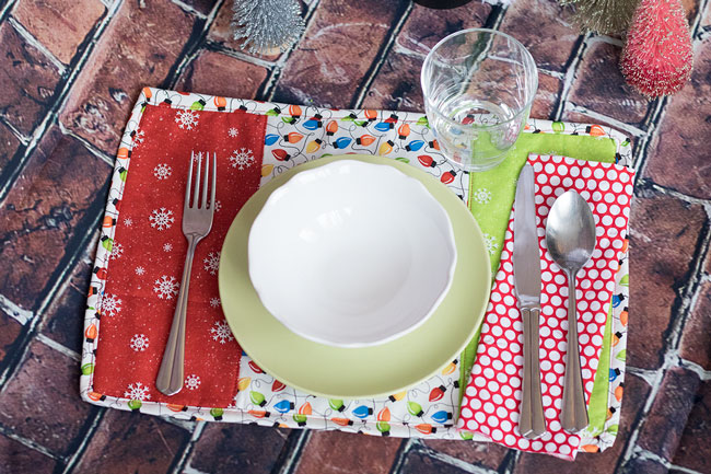 Quick Holiday Placemats tutorial