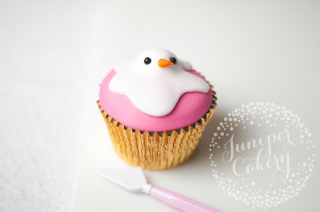 How to make melted snowman cupcakes for Christmas get-togethers