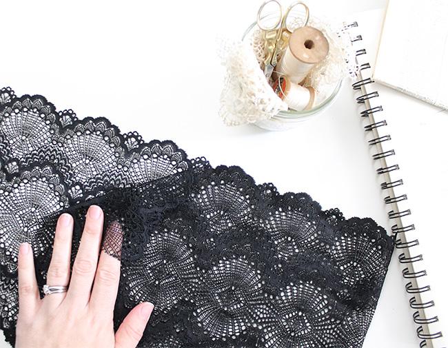 Cutting scalloped lace