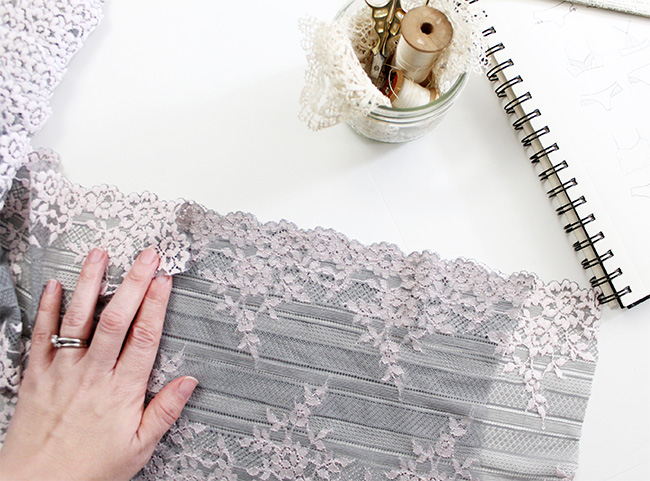 Cutting perfectly mirrored scalloped stretch lace