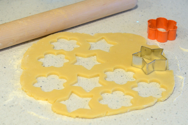How to Roll Out Cookie Dough: The Cut Outs