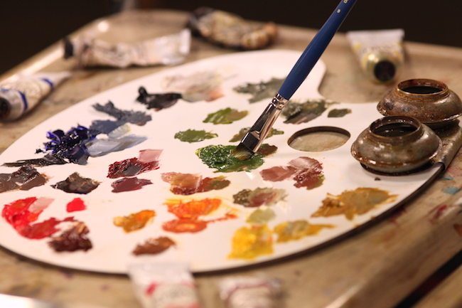 Mixing oil paint on a palette