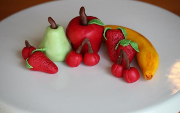 modeling chocolate fruit