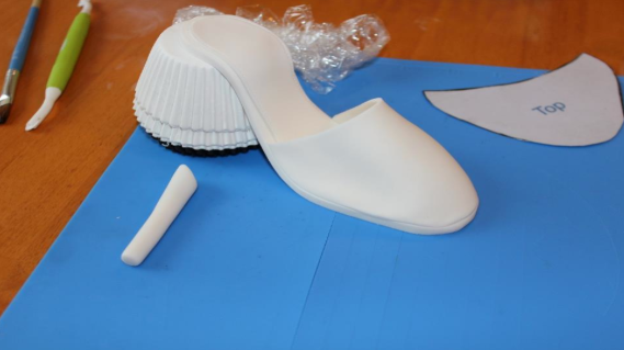 Applying Top of Gum Paste Shoe - Tutorial on Bluprint.com