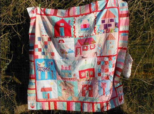 Bee House Quilt with Colorful Boarder