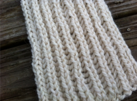 Close Up View of Grey Brioche Scarf