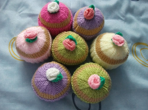 Colorful Knit Cupcakes