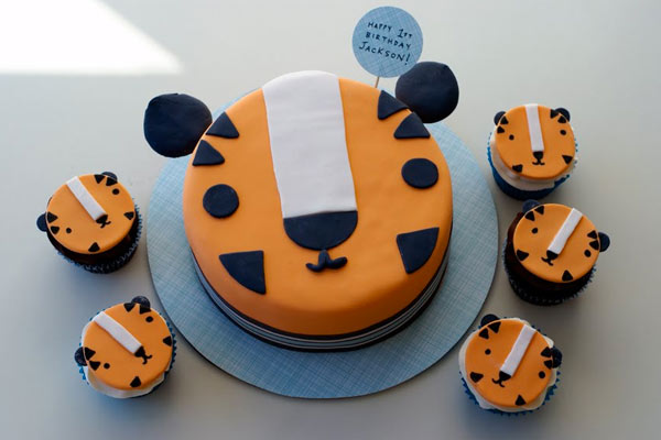 Tiger Cake and Cub Cakes