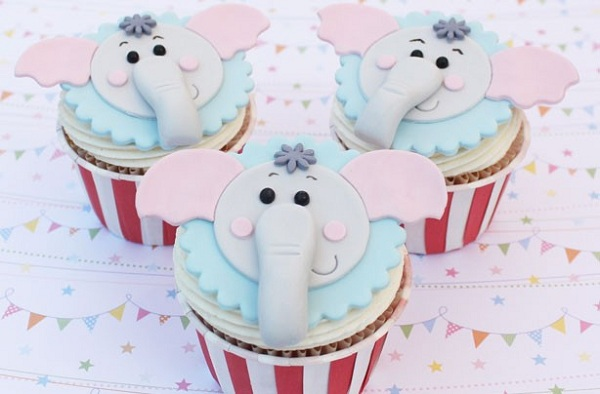 Fondant Elephant Faces on Top of Cupcakes