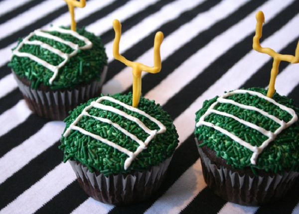 Cupcakes Decorated with End Zone Lines and Goal Post