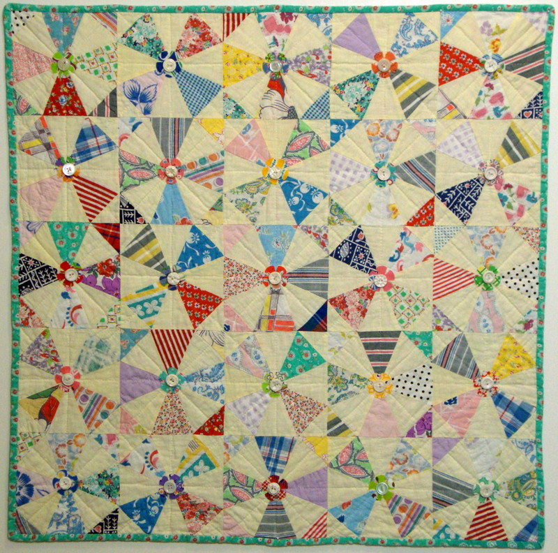 Pinwheel-Patterned Quilt with Green Border