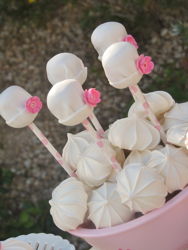 Cake Pops in Shape of White Hats with Pink Roses