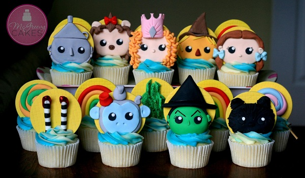 Cupcakes Featuring Oz-Inspired Fondant Toppers