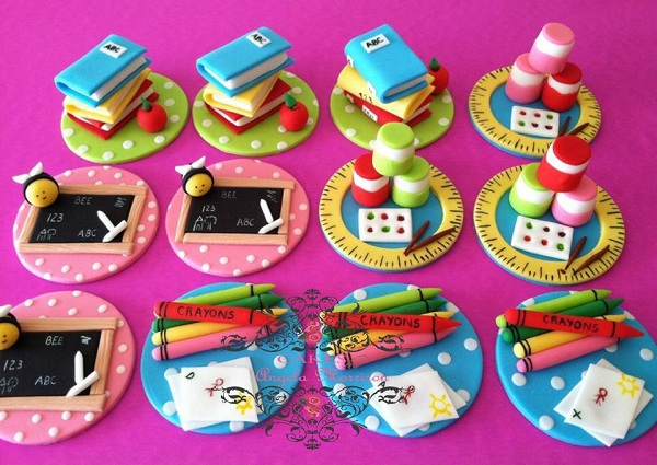 Fondant Toppers Shaped as Books, Crayons, Chalkboard