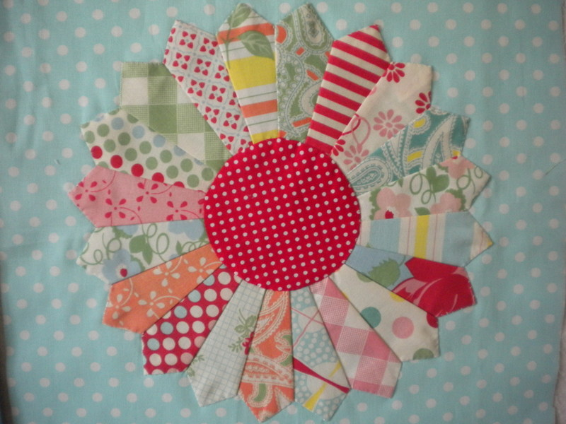 Dresden Plate Quilt Block with Multicolored Piecing