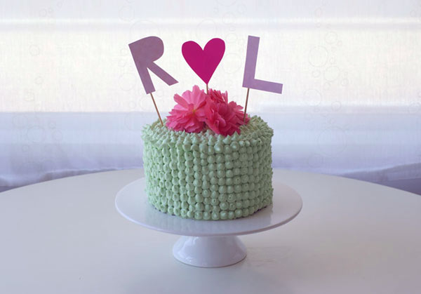 Monogram Cakes: Green Piped Cake with Initials R & L