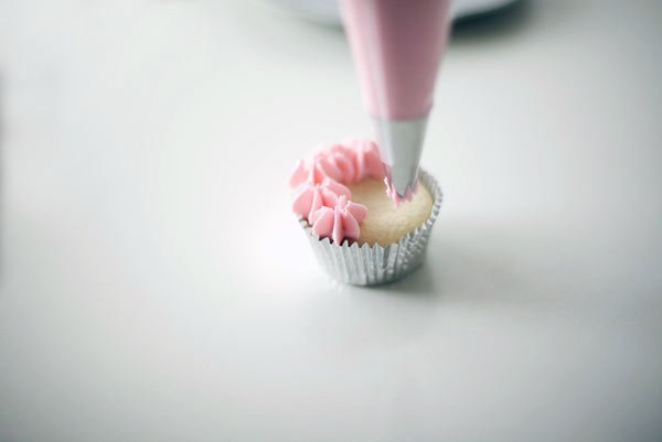 Piping Star Design on Cupcake with Star Tip