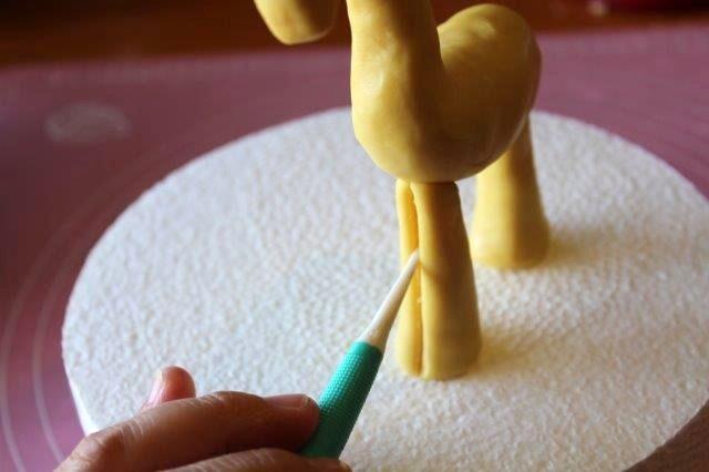 Adding Details to Giraffe's Legs